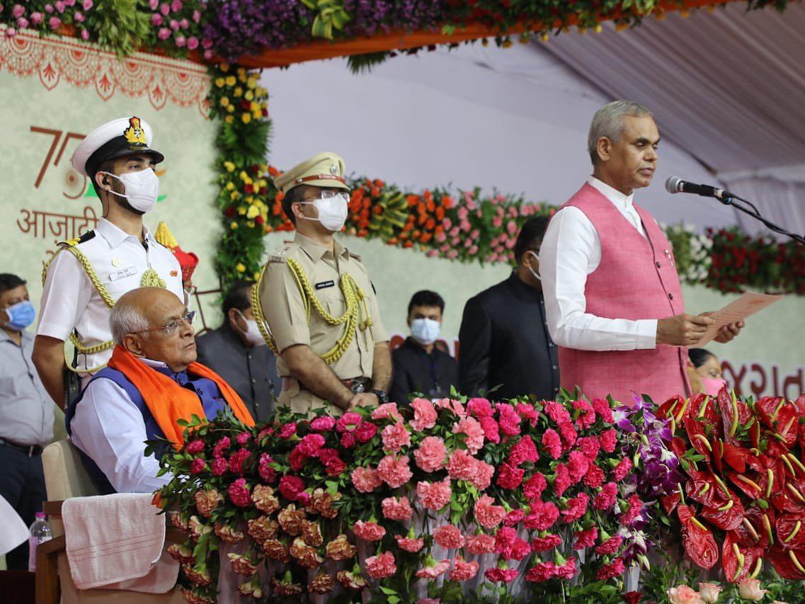 குஜராத்: மொத்த அமைச்சரவையும் மாற்றம்; 8-வது முறை ஆட்சி அமைக்க பாஜக வியூகமா?!