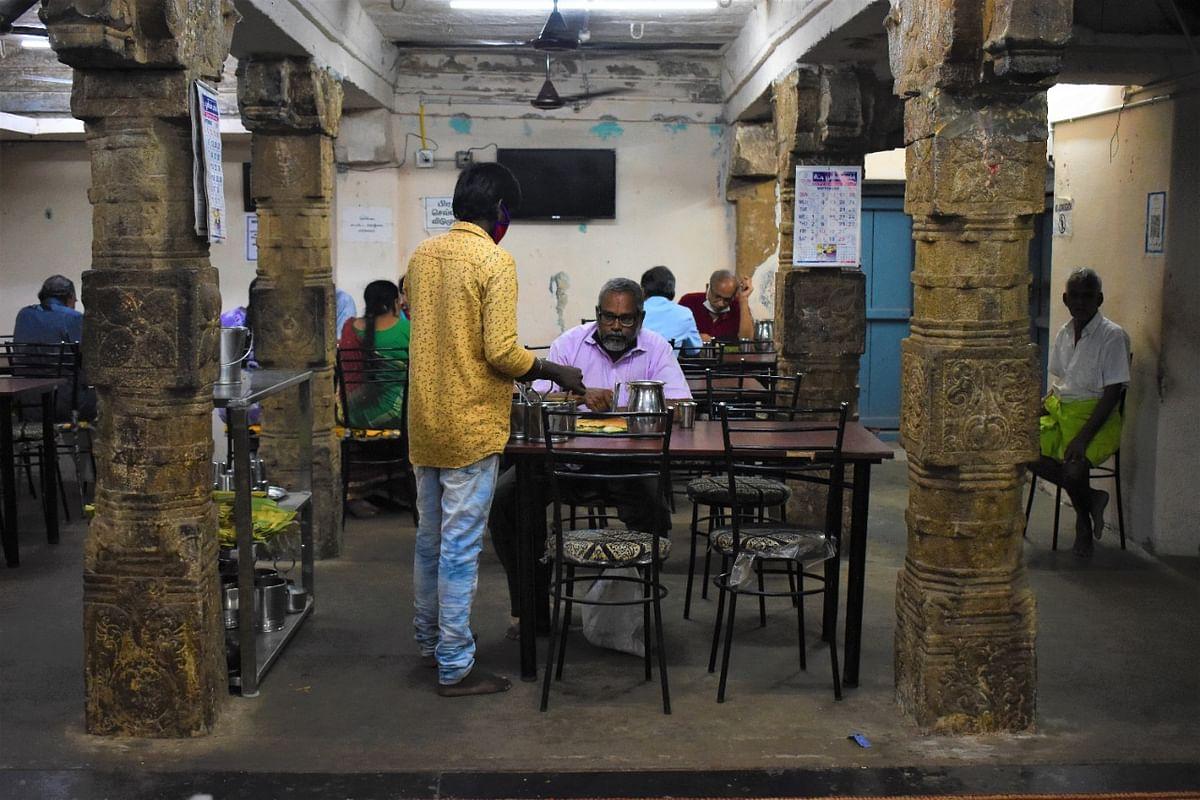 குருக்ருபா ஹோட்டல் வாடிக்கையாளர்கள்