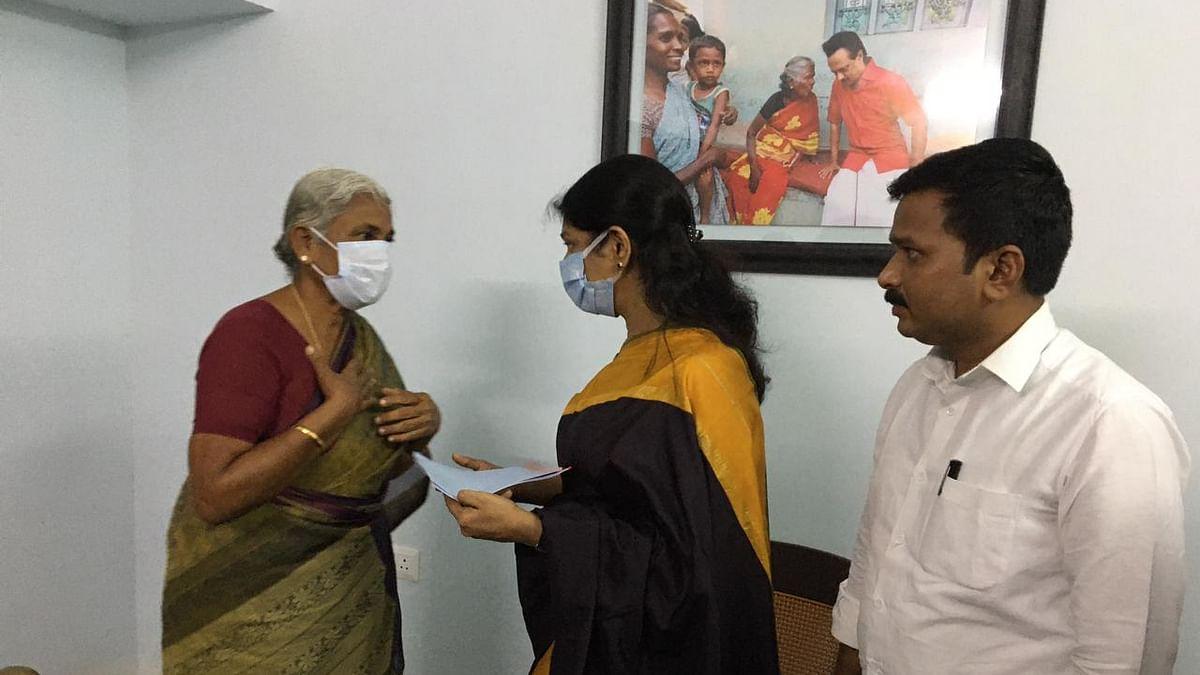 கனிமொழியிடம் மனு அளித்த ராஜேஸ்வரி அம்மாள்