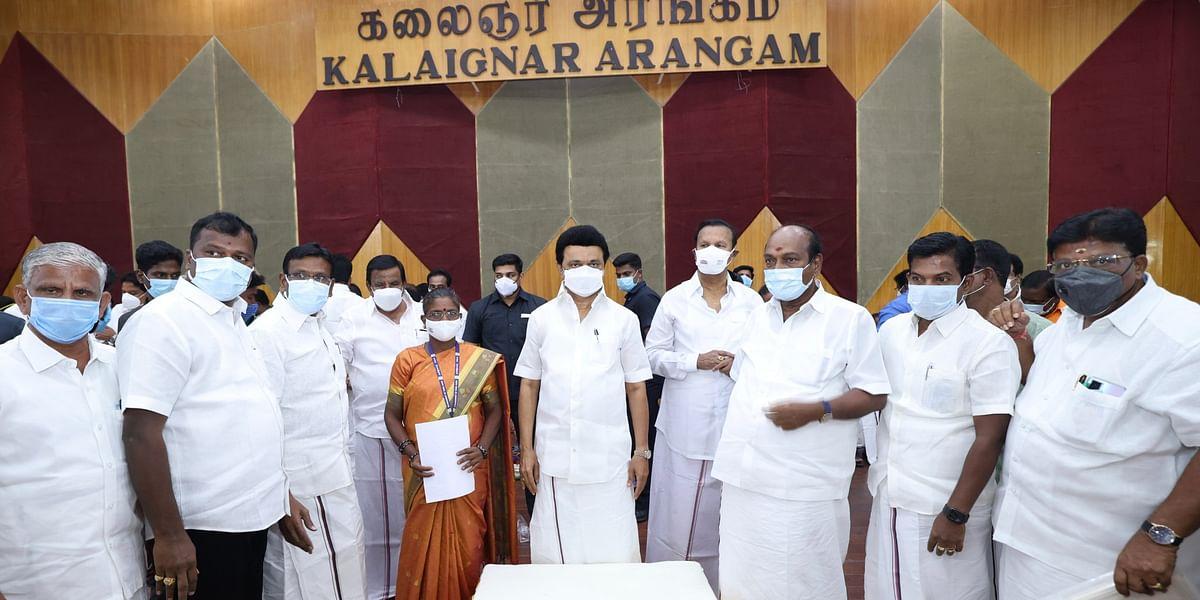 உள்ளாட்சித் தேர்தல் உறுப்பினர்களுடன் மு.க.ஸ்டாலின்
