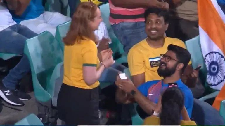 A proposal during an India vs Australia match