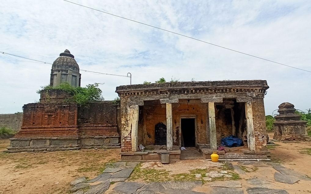 பராமரிப்பு இன்றி காணப்படும் சிவன் கோயில்