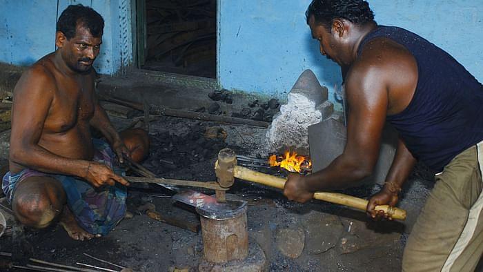 அரிவாள் - கத்தி தயாரிப்பு பணி