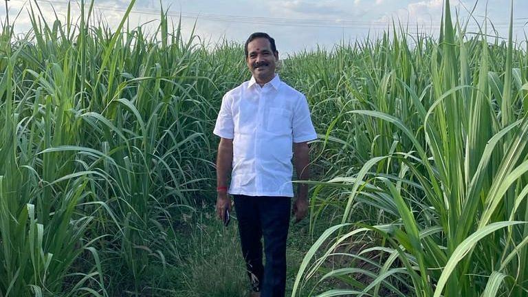 கரும்பு தோட்டத்தில் அதிமுக முன்னாள் எம்.பி குமார்