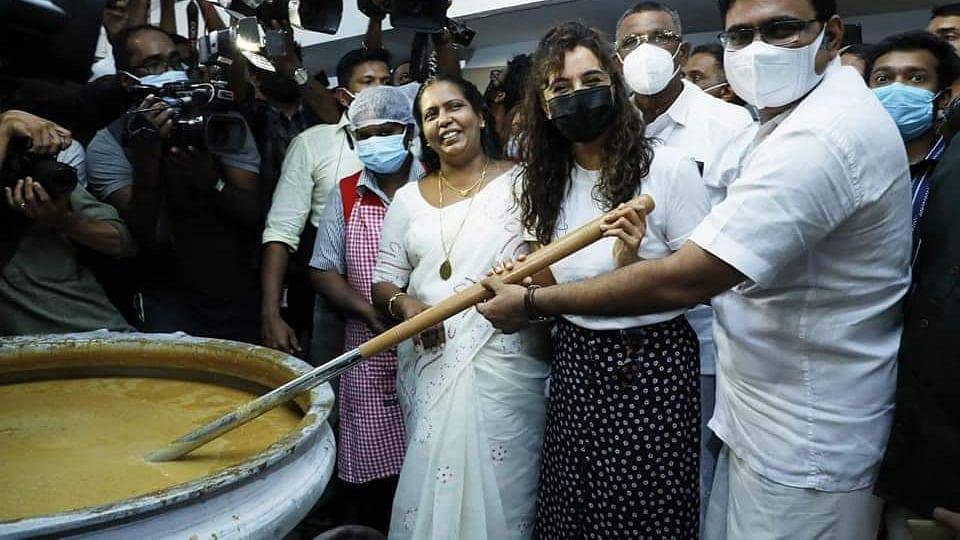 கொச்சியில் ரூ.10-க்கு மதிய உணவு திட்டம் தொடக்கம்