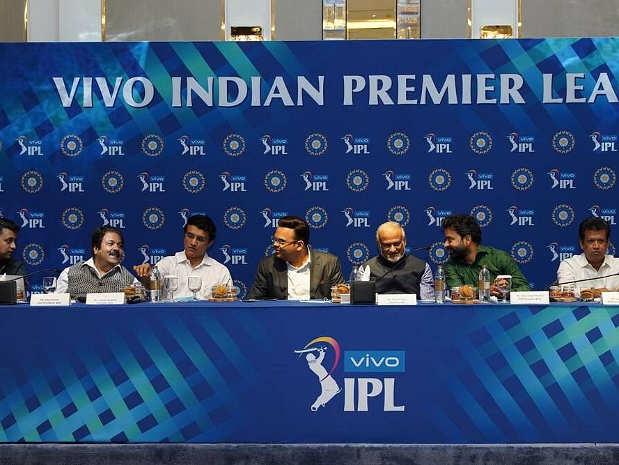 IPL பிசினஸ் Explained: ஆயிரமாயிரம் கோடிகளை கொட்டும் ஐபிஎல் அணிகள் எப்படி லாபம் பார்க்கின்றன?