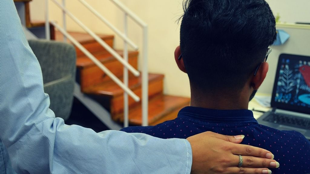 কর্মক্ষেত্রে মানসিক স্বাস্থ্য: ম্যানেজার বা সহকর্মীদের কি উচিত একজন বিপর্যস্ত কর্মীর দিকে সাহায্যের হাত বাড়ানো?