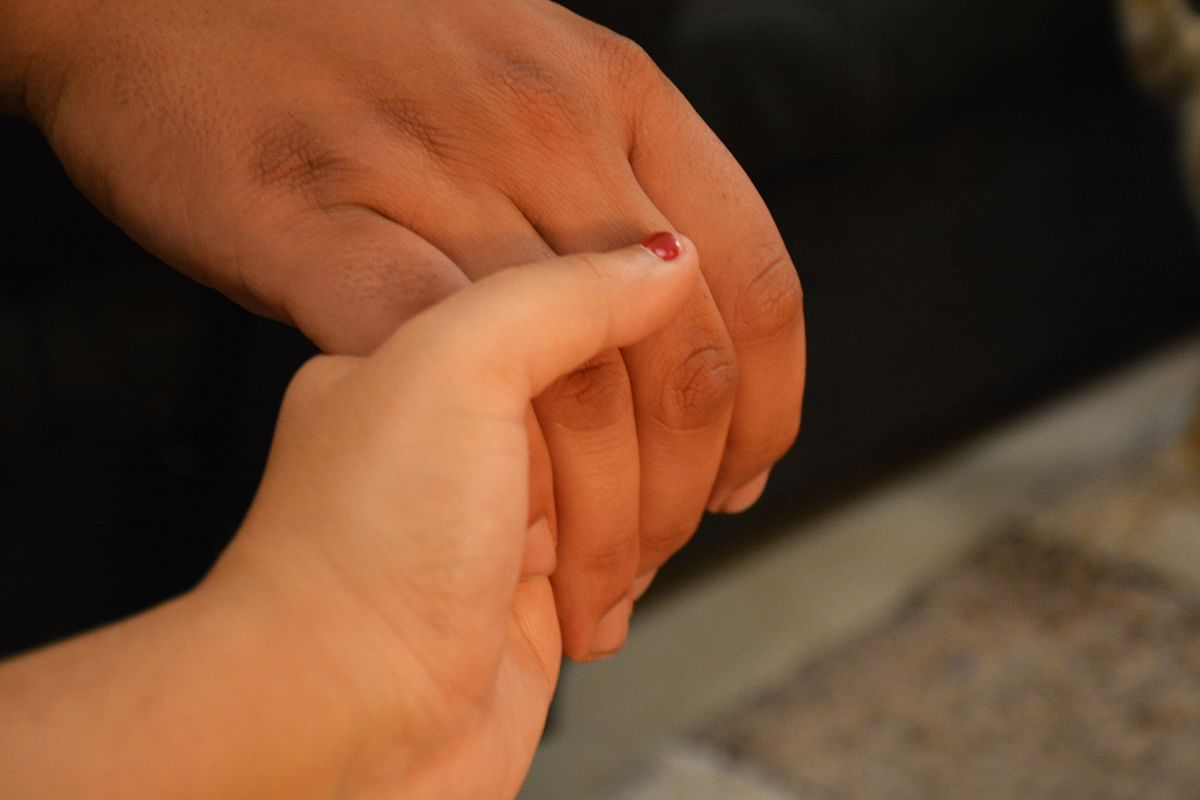 বর্ণনা: মনোহর কল্পনা করতে শুরু করলেন এবং স্ত্রীকে তা বিশ্বাস করার কথা বোঝাতে চাইলেন