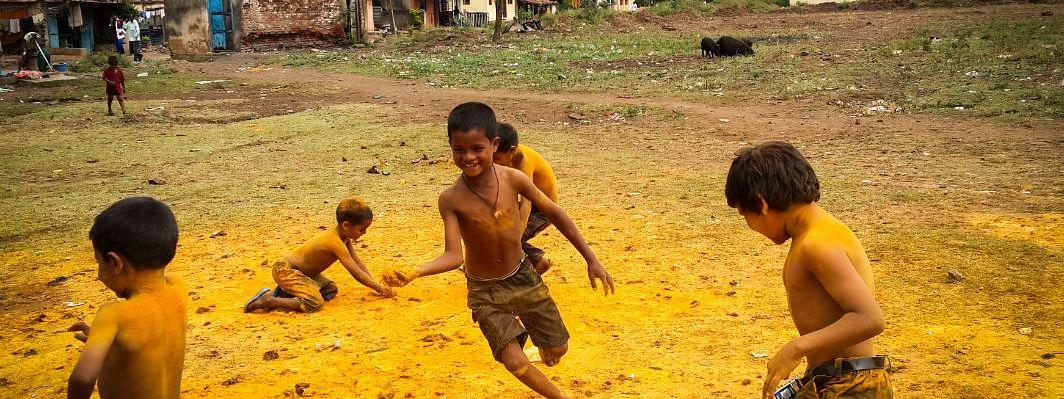 देखभाल करते बच्चेः  अदृश्य और समर्थनहीन