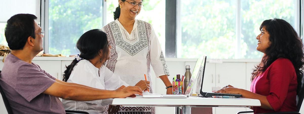 कार्यस्थल पर मानसिक स्वास्थ्य: क्या मैनेजर या सहकर्मी को किसी तनावग्रस्त कर्मचारी की सहायता करनी चाहिए?