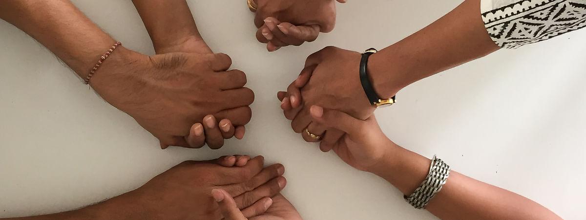 मानसिक पीड़ा से निपटने में सहायता समूह मददगार साबित हो सकते हैं