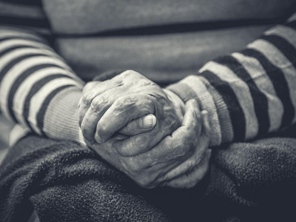 ದೌರ್ಜನ್ಯಕ್ಕೊಳಗಾದ ವಯೋವೃದ್ಧರಿಗೆ ಹೇಗೆ ಸಹಾಯ ಮಾಡಬಹುದು?