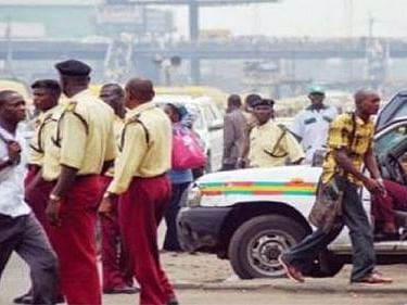 Danfo driver stabs LASTMA official with screwdriver