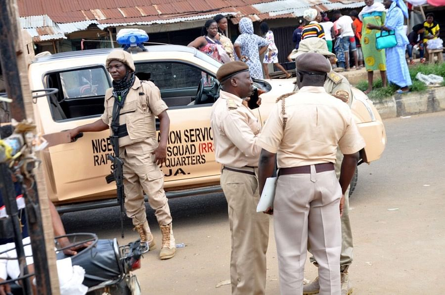 Tension as immigration officers allegedly beat up council boss in Ibadan