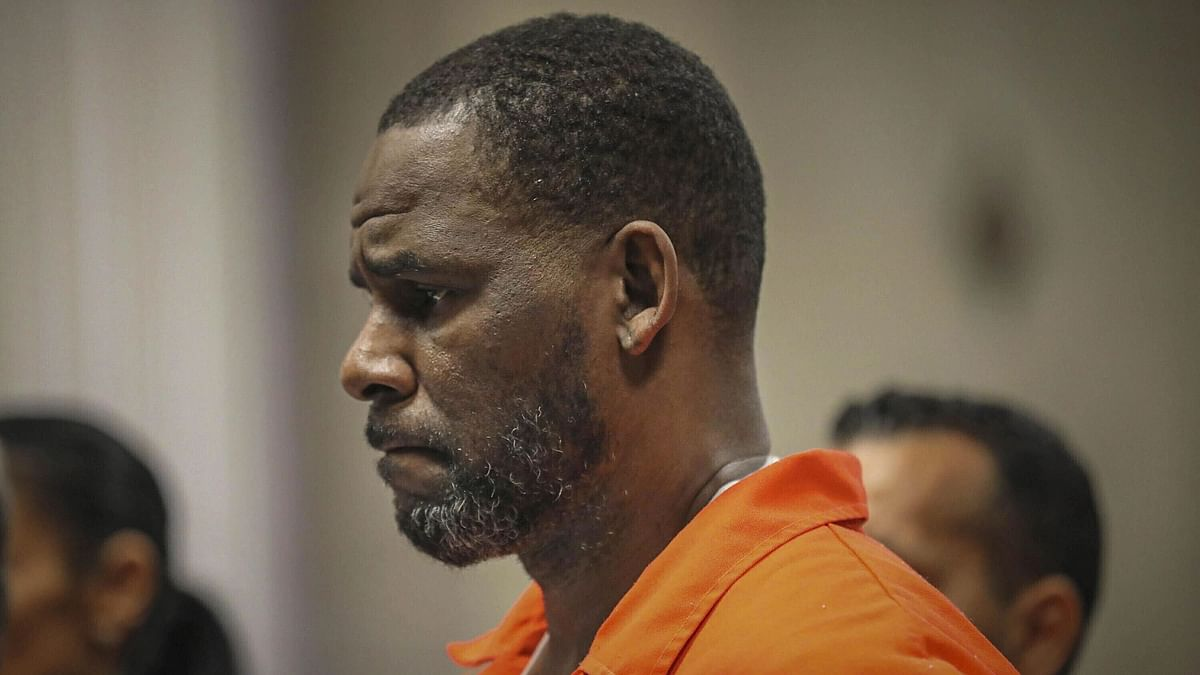 R. Kelly is intimidating, put 'fear of God' into me - Accuser