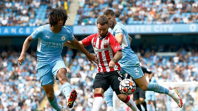 Southampton hold Man City as Liverpool beat Palace to top EPL table