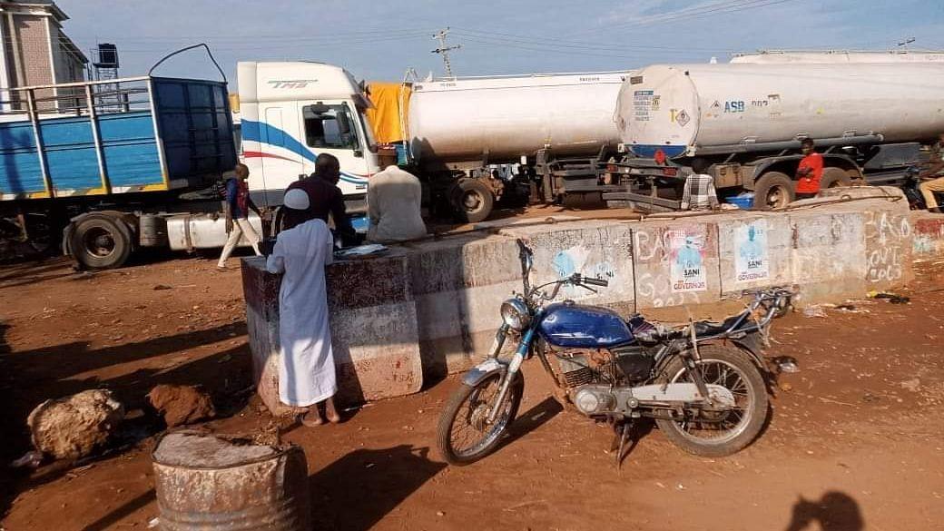 Tanker drivers protest in Niger, block major roads