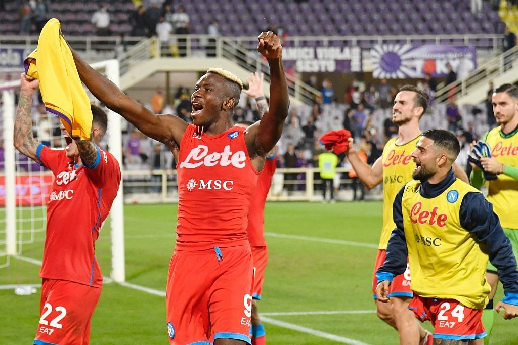 Napoli beat Fiorentina to continue perfect start as Serie A leaders