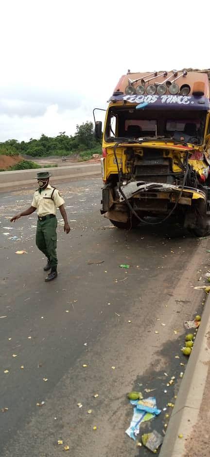 Truck crushes two on Lagos-Ibadan Expressway