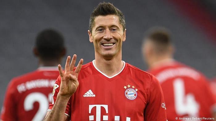 Lewandowski scores to keep Bayern Munich top of Bundesliga