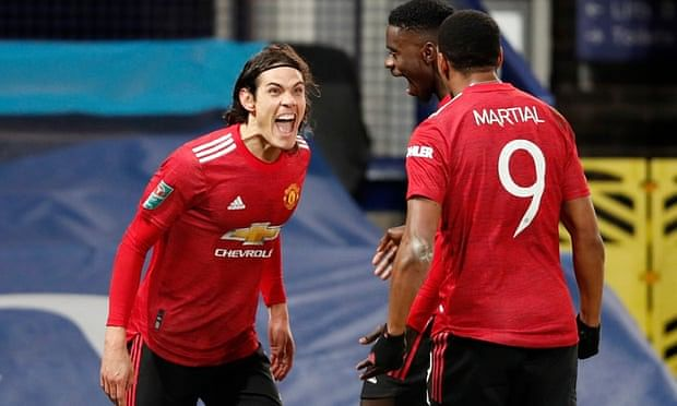 JUST IN: Cavani signs contract extension at Man United