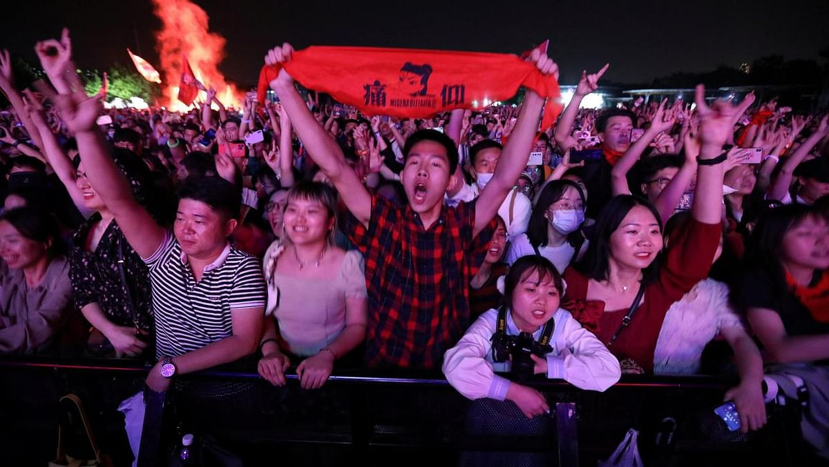 Thousands of revelers attend Wuhan music festival
