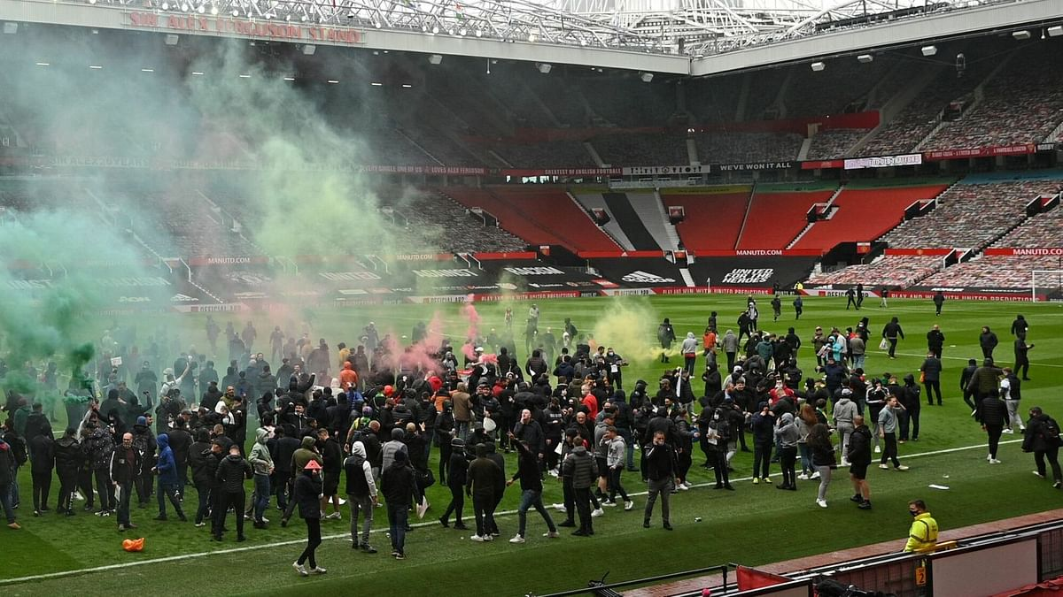 Man United vow to help police identify criminal fans who invaded Old Trafford