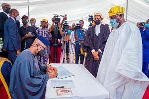 Abiodun signs for a council chairman