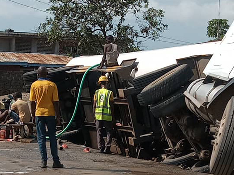 Truck damages 13 vehicles after brakes failed in Ibadan