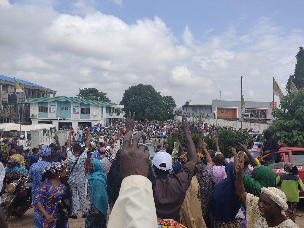 VIDEO: Thugs invade Osun APC secretariat