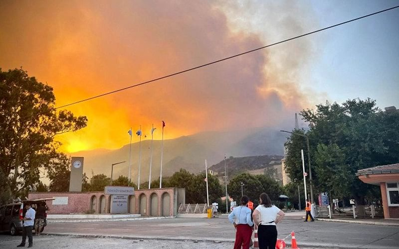 Hundreds evacuated by sea as wildfire reaches Turkish power plant