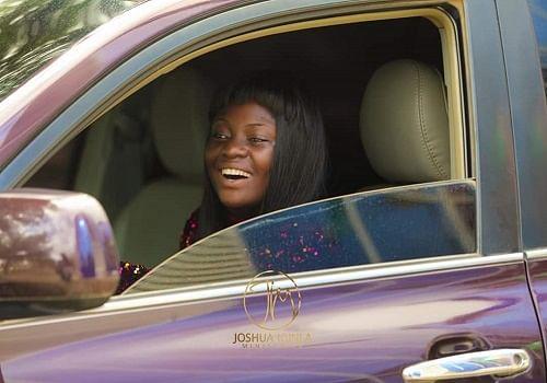 PHOTO: Prophet Iginla surprises 'Oniduro mi' singer, Yinka Alaseyori with car gift
