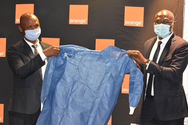 Honorable Dr Edwin G Dikoloti receiving PPE donation from Orange Botswana CEO Dr Patrick Benon