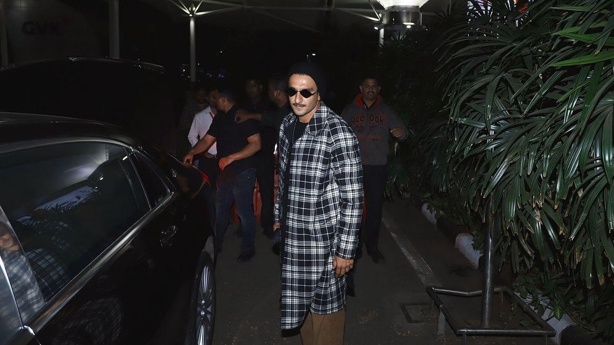 Exclusive : स्टाइलिश रणवीर सिंह के एयरपोर्ट क्लिक्स !