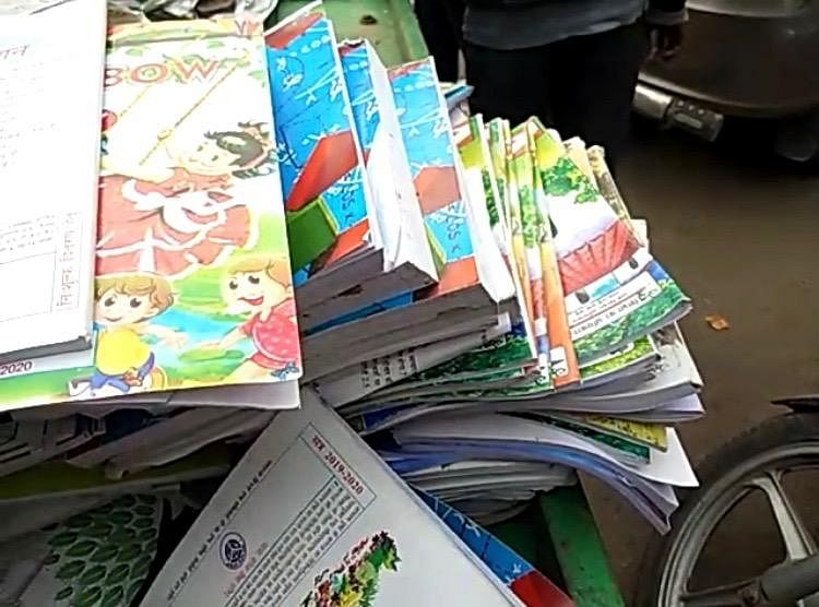 उप्र : बिकने जा रहीं 5 हजार सरकारी किताबें बरामद