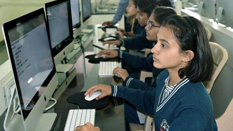 लड़कियां किसी से कम नहीं...एप्पल के साथ तेजी से सीख रहीं कोडिंग