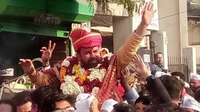 IAS की तैयारी करने दिल्ली गया था ये शख्स, चुनाव जीतकर बना AAP का विधायक