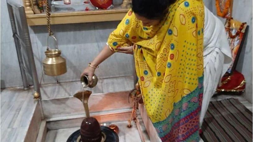 महाशिवरात्रि स्पेशल: शिव मंदिर का निर्माण कराकर नूर फातिमा ने पेश की मिसाल, नमाज के साथ करती हैं जलाभिषेक