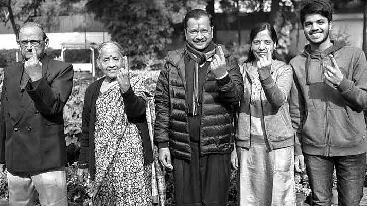 एग्जिट पोल: दिल्ली की जनता ने 'विकास' पर बटन दबाया है!