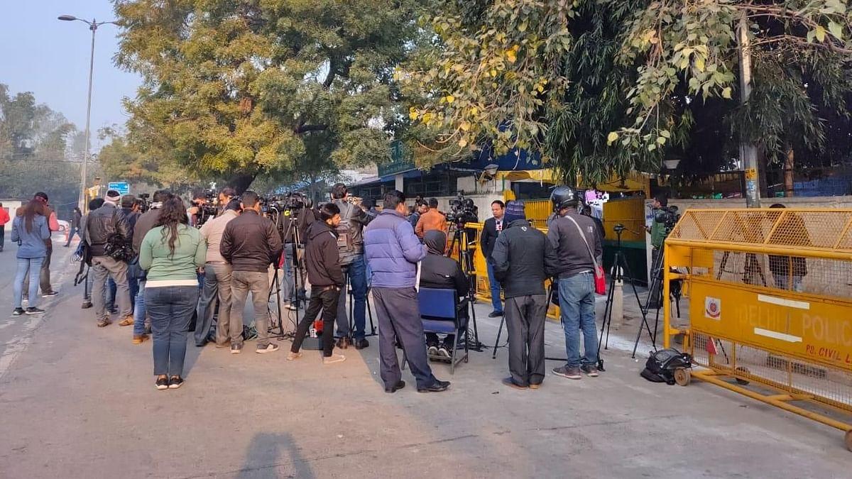दिल्ली की 70 विधानसभा सीटों पर मतदान जारी