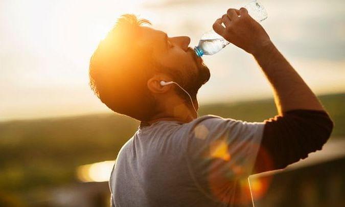 कहीं आप भी तो गलत तरह से नहीं पी रहे पानी!