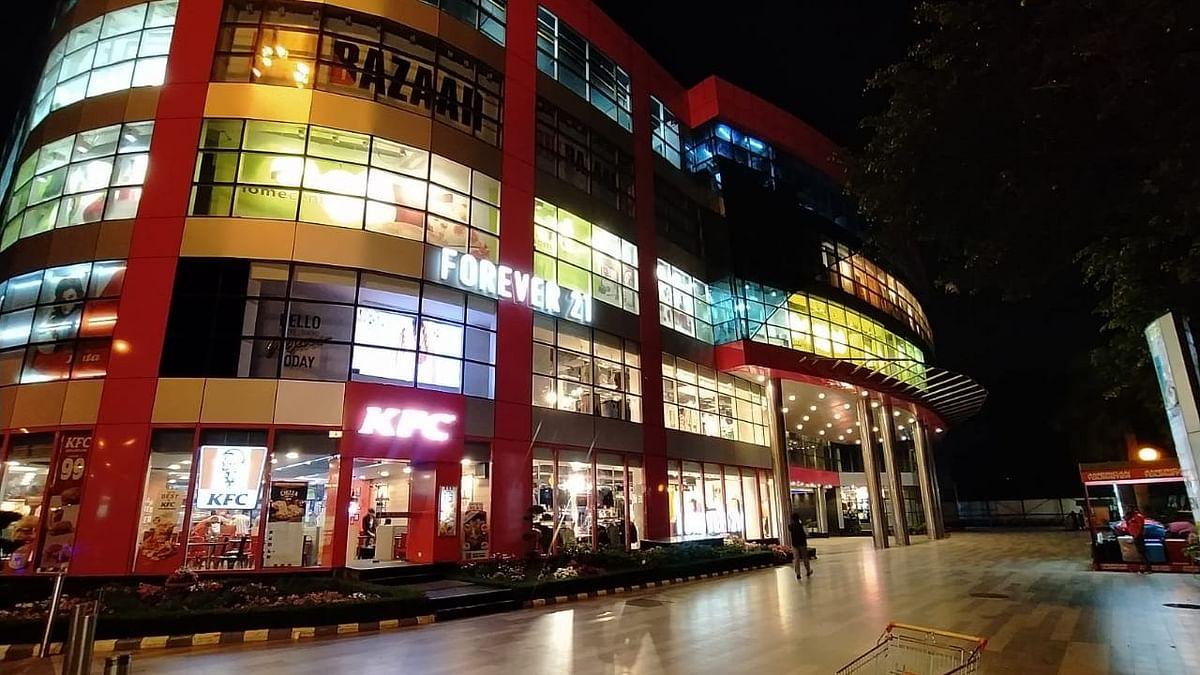 sahara ganj mall @9pm