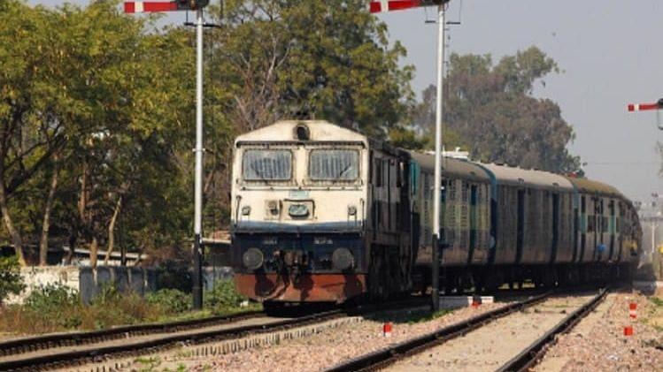 Corona: 31 मार्च तक नहीं चलेगी कोई ट्रेन