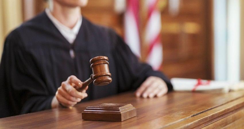 """कोर्ट में बहस के दौरान बौखलाया वकील...जज को कहा, """"तुम्हें कोरोना हो जाए"""""""