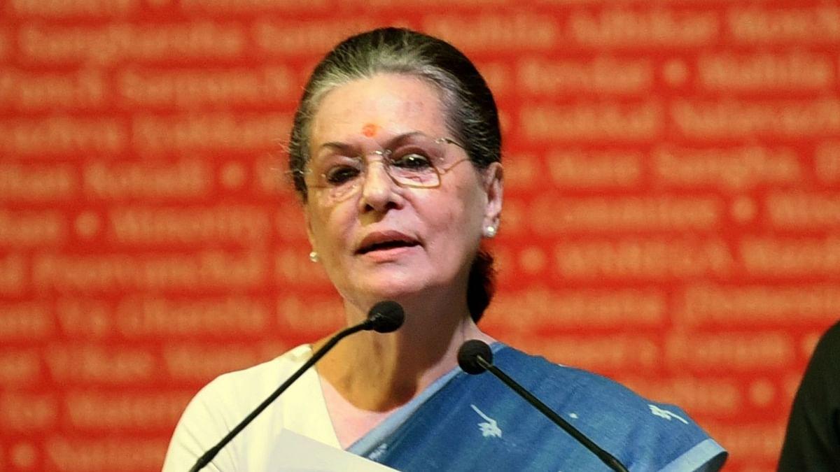 नौकरियां जा रही हों तो, हर परिवार को आर्थिक मदद सरकार की जिम्मेदारी: सोनिया गांधी