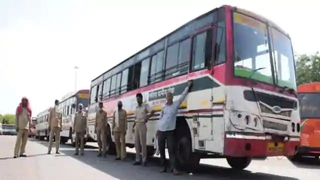 कोटा से छात्रों को लेकर बसों की एक खेप UP पहुंची, दूसरी रास्ते में, अखिलेश बोले- मजदूरों को भी वापस लायें योगी
