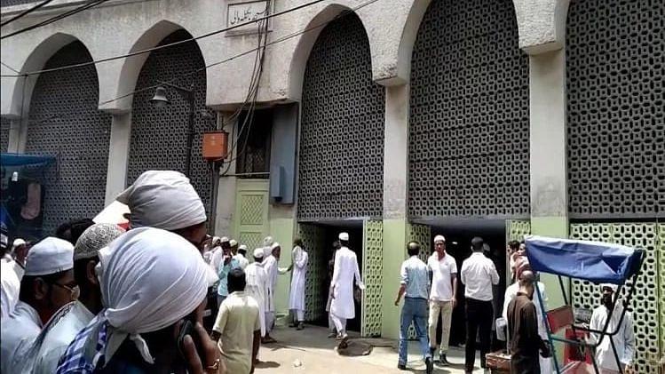 मुरादाबाद में छुपे मिले दिल्ली मरकज से लौटे 36 लोग, पुलिस ने छापा मारकर निकाला