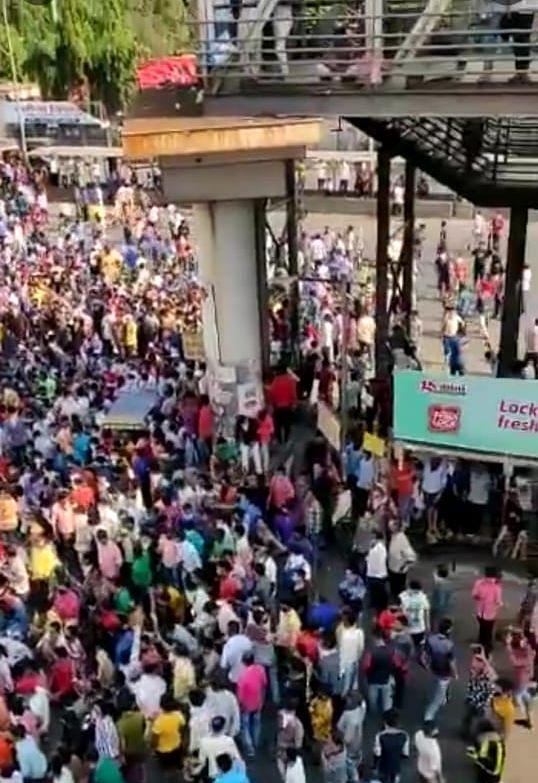 Crowd at Bandra rly station