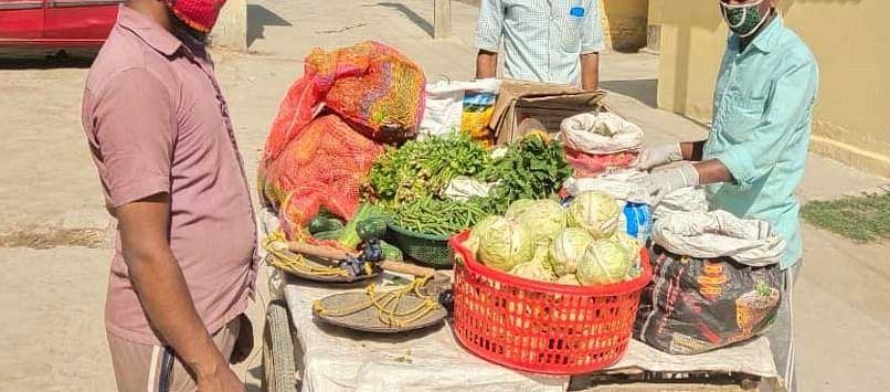 यूपी: ग्रामीणों ने जमाती कहकर की मुस्लिम सब्जी विक्रेताओं से अभद्रता, जांच शुरू