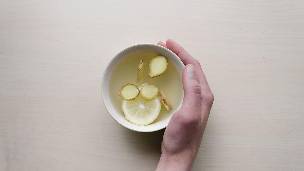 इम्यूनिटी बढ़ाने और वजन घटाने के लिए बनाएं अदरक-लहसुन की चाय